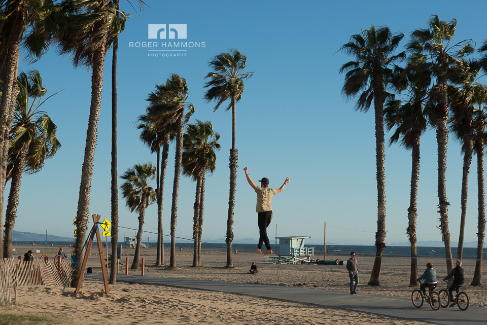 Northern Virginia wedding and portrait photographer Roger Hammons shares candid street photography taken in Santa Monica, California, in 2017. (Image 8 of 8)